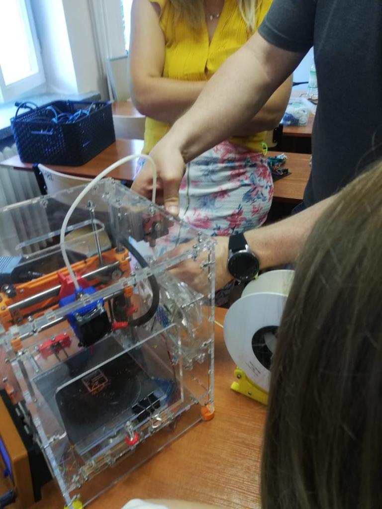 Drukarka 3D wykorzystana do projektów uczniów Zespołu Szkół wBujnach wczasie realizowanych szkoleń