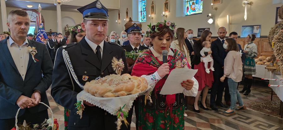 Starostowie Dożynek Justyna Pielesiek iJarosław Wójcik zTychowa