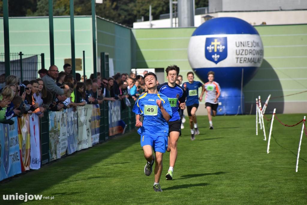 Wiktor Kowalewski wbiegający na linię mety